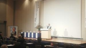 千葉県内で挨拶する羽生田たかしの写真