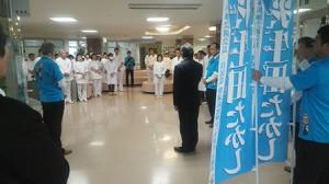 徳島県で医療機関を訪問する羽生田たかしの写真