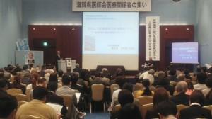 講演する羽生田たかしの写真