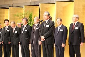 閉会の挨拶をする羽生田たかしの写真