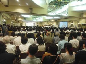 福岡県での『羽生田たかしを励ます千人集会』で演説する羽生田たかしの写真