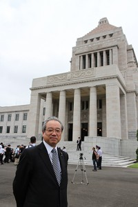国会議事堂前の羽生田たかしの写真