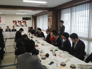 有床診療所を活性化する議員連盟の会議の様子