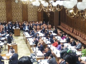 0304参議院予算委員会 (1)