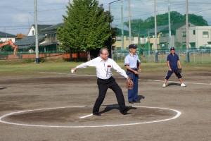 ソフトボール大会始球式